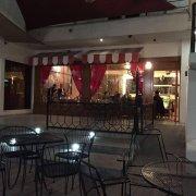 Zona TEC: Cafeteria/restaurante estilo Paris antiguo muy bonito con terrazas